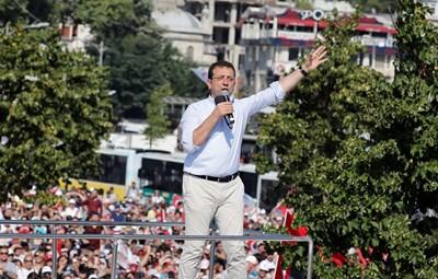 Имамоглу се наложи като изявена фигура на една опозиция, дълго време неспособна да пробие бронята на президента Ердоган. Снимка РОЙТЕРС