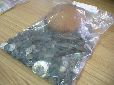 Сред находките има и 1680 монети, предимно римски. СНИМКИ: Авторът