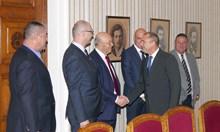 Премиер, министър, парламент и 60 000 българи подкрепят строителите (Обзор)