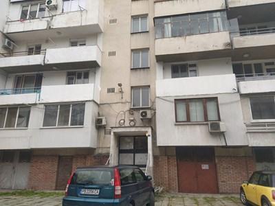 В този вход на блок в Пловдив е апартаментът, станал причина за убийството. СНИМКА: АВТОРЪТ