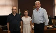 Туморът на Мила, на която Борисов помогна да се лекува, се топи в немска болница