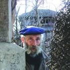 Галилей до оградата на двора си в Гаврил Геново
