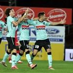 """Едисон Йорданов се радва с вдигната ръка след гола си срещу """"Мускрон"""". Снимка: сайт на """"Вестерло"""""""
