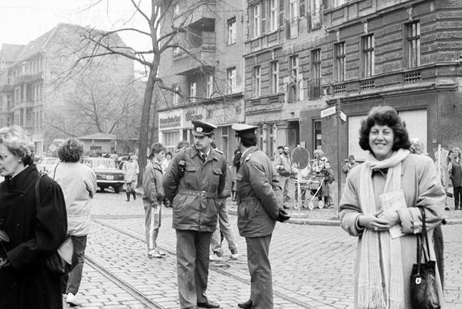 Резултат с изображение за временни проходи през Берлинската стена.