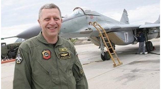 Аудиозаписи разкриват: Шефът на ВВС към Радев за назначението на жена му: Аз съм дал указания к'вот можем, да не пращаме