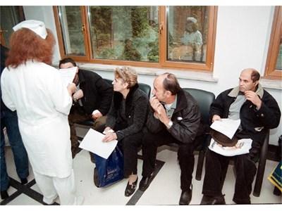 Близките на болни дори не подозират през какви бюрократични препятствия трябва да минат, за да направят нещо елементарно за тях. СНИМКА: ПИЕР ПЕТРОВ
