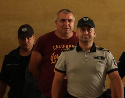 Будимир Куйович се появи в Софийския градски съд видимо променен като визия, но и като държание.  СНИМКА: БЛАГОЙ КИРИЛОВ