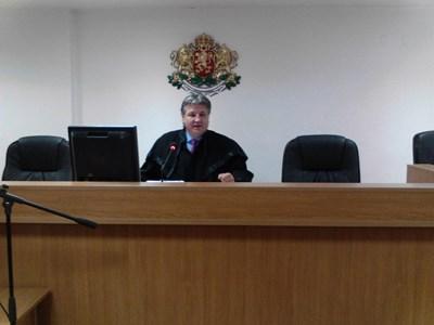 Съдия Димитър Узунов гледа делото с висок обществен интерес. Той бе член и представляващ предишния ВСС. СНИМКА: Антоанета Маскръчка