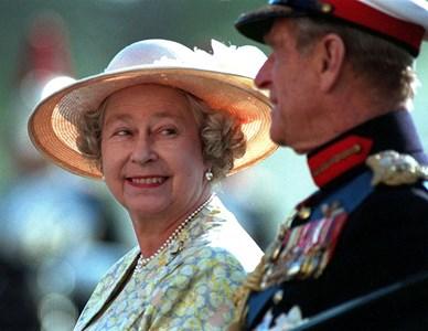 Принц Филип и кралица Елизабет през 1996 година  Снимка : Ройтерс