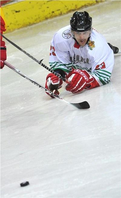 Георги Искренов помогна много за бронзовите медали, въпреки че игра с тежка контузия в ребро. Снимка: Владимир Стоянов