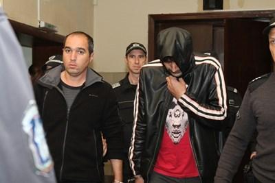 Иранецът Рамазани (вляво) шофирал тира, а турчинът Йоздемир го напътствал по телефона. Снимка 24 ЧАСА