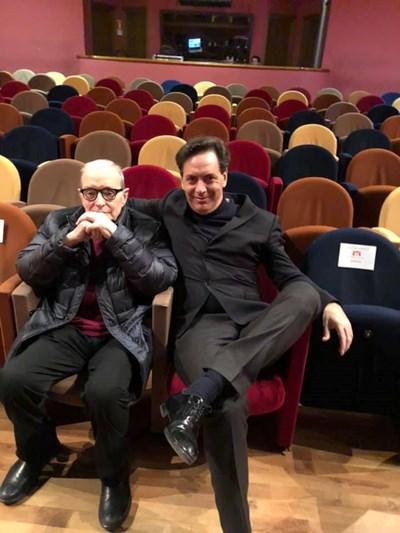 Андреа Мориконе (в дясно) заедно с баща си легендарния композитор Енио Мориконе.  СНИМКА: ФЕЙСБУК
