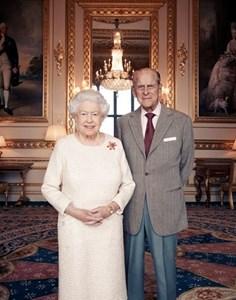 Портретна снимка на кралица Елизабет II и съпруга й принц Филип в чест на 70-годишнината от сватбата им СНИМКА: Ройтерс