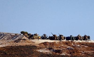 Въоръжените сили на Турция са прехвърлили още най-малко 10 танка към границата със Сирия СНИМКА: Ройтерс