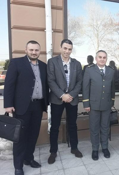 Иво Стаменов (в средата) на среща с колеги от Румъния месеци преди да го убият.