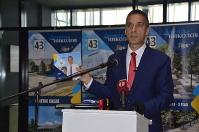 Димитър Николов избра Магазията в бургаското пристанище, от където представи програма за развитието на града през следващите 4 г. Снимка:Елена Фотева