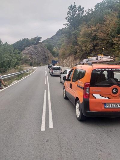 Автомобилите едва пъплят. Снимка: I see you KAT Пловдив.