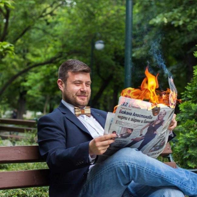 """""""Кой успее най-силно да мобилизира дигиталния си електорат, ще бъде с едни гърди пред другите"""", смята Любомир Чакъров."""