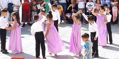 С танци децата откриха учебната година.