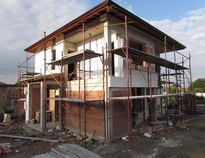Десет къщи, които се строят безвъзмездно от Камарата на строителите в Хитрино, са готови на 85 процента. Снимка: Архив