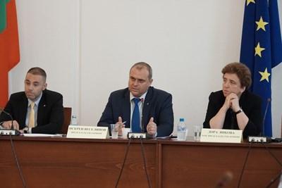 Комисията по регионална политика, благоустройство и местно самоуправление СНИМКИ: Десислава Кулелиева