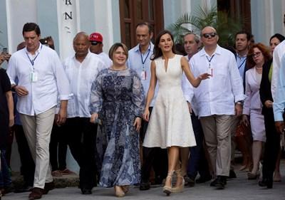 Лис Куеста Пераса, кралица Летисия, крал Фелипе и Мигел Диас-Канел Снимки: Ройтерс