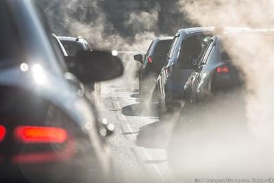 ЕС се опитва да сложи край на новите коли на бензин и дизел от 2025 г.
