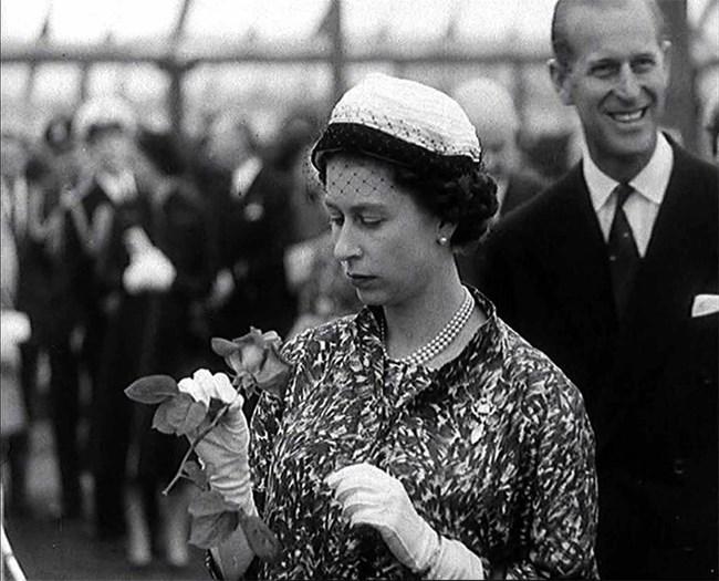 Кралица Елизабет и съпруга и принц Филип през 1960 г. Снимка: Ройтерс