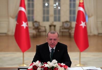 Ердоган обяви, че Турция постепенно ще облекчи ограниченията след празника Рамазан байрам поради намаляването на случаите на новия коронавирус в цялата страна. СНИМКА: РОЙТЕРС