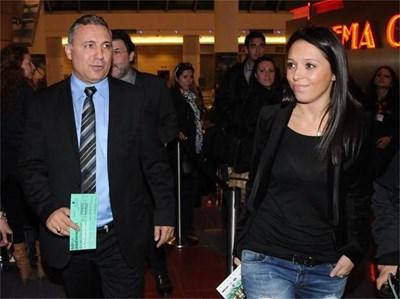 Михаела пристига с баща си на откриването на филмовия фестивал So Independent в края на миналата година. СНИМКИ: БУЛФОТО И ЛИЧЕН АРХИВ