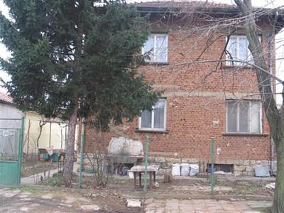 """Къщата на Кирил Кирилов в Монтана. СНИМКИ: """"24 ЧАСА"""" и МВР"""