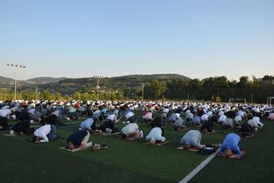 На футболно игрище се проведе молитвата за Курбан байрям в Кърджали