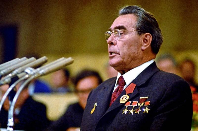 Обкръжението на съветския лидер Леонид Брежнев опитва да саботира опитите за тайни преговори между двете суперсили.