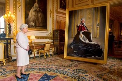 Кралица Елизабет Втора отдава почит на Британския червен кръст през 2016 г. СНИМКА: РОЙТЕРС