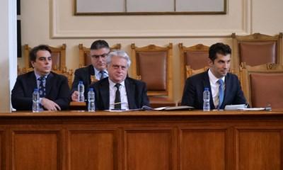 Служебните министри Асен Василев, Георги Панайотов, Бойко Рашков и Кирил Петков по време на парламентарен контрол.  СНИМКА: 24 ЧАСА