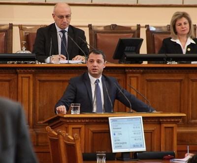 Делян Добрев е сред вносителите на промените.