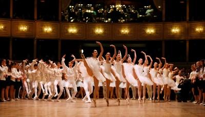 Балетът на Виенска опера репетира за поредния традиционен бал.  СНИМКА: РОЙТЕРС