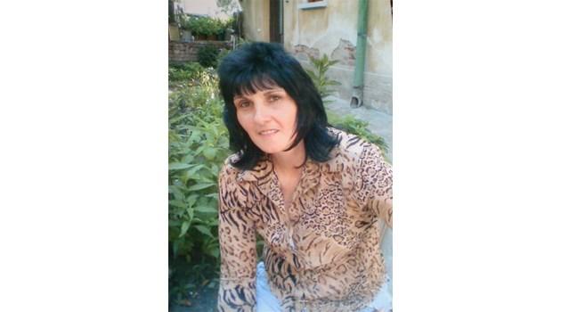 Майка и четирите й дъщери проституират заедно