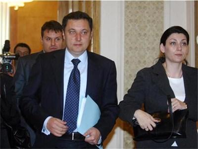 Яне Янев и депутатите му подготвят закон, с който ще отнемат привилегиите на бившите президенти, избрали да станат партийци. СНИМКА: НИКОЛАЙ ЛИТОВ