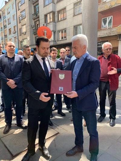 """Водачът на евролистата на """"Атака"""" Георги Димов и лидерът на партията Волен Сидеров откриха предизборната кампания."""