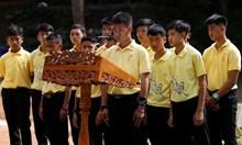 Момчетата, които бяха заседнали в пещера в Тайланд, дълбали съобщения по стените й