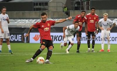 """Бруно Фернандеш праща """"Манчестър Юнайтед"""" на 1/2-финал с дузпа."""