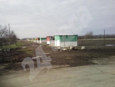 Много често селският имот, на които се монтират соларните панели,  представлява просто няколко ламарини. събрани накуп.  СНИМКА: 24 часа