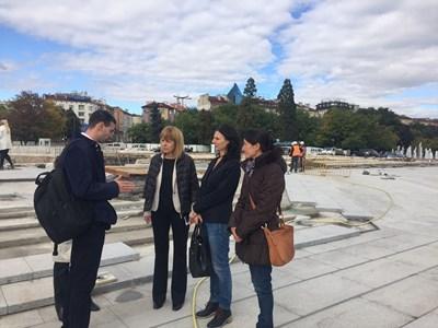 Кметът на София Йорданка Фандъкова провери ремонта на площада пред НДК.