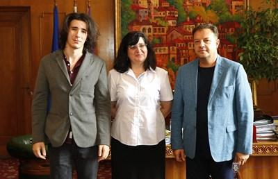 Д-р Стефанов /отляво/ с д-р Стела Денчева и Даниел Панов
