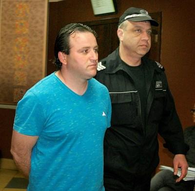 Ивелин Андонов бе докаран в пловдивския окръжен съд СНИМКА: Наташа Манева