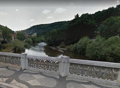 река Осъм в Ловеч  СНИМКА: Гугъл стрийт вю
