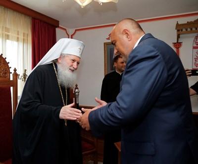 Патриарх Неофит и премиерът Бойко Борисов бяха заедно в Троянския манастир и миналата година на Голяма Богородица.  СНИМКА: ПРАВИТЕЛСТВЕНА ПРЕССЛУЖБА