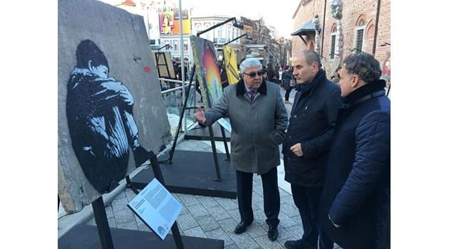 Тръпки побиха Цветанов пред Берлинската стена в Пловдив (Снимки)