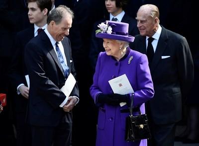 Дейвид Армстронг-Джоунс и кралица Елизабет II през 2017 г.  СНИМКА: РОЙТЕРС